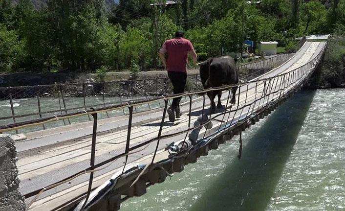 Ahşap köprüde korkutan antrenman