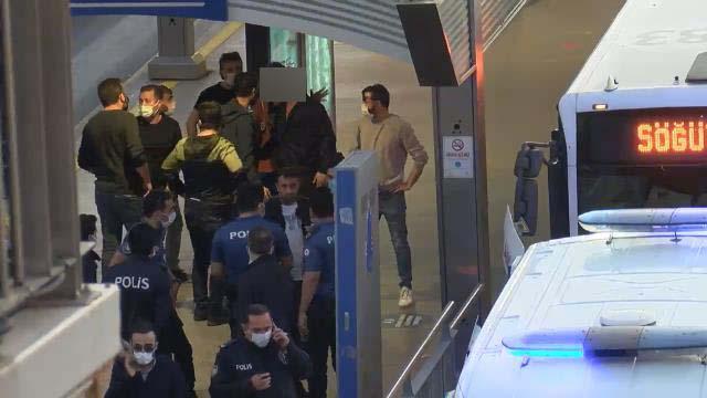 Metrobüs durağında operasyon