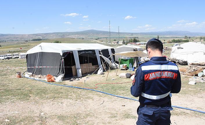 Mevsimlik işçilerin çadırı karantinaya alındı