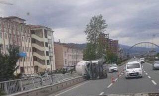 Trabzon'da beton mikseri devrildi! 1 Yaralı