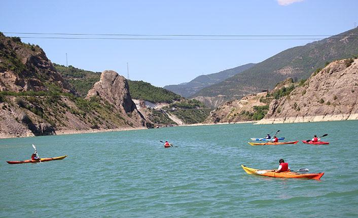 Borçka Baraj Gölü'nde kano gösterisi