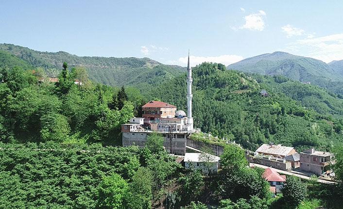 İmam minareyi boyamak için dağcılık eğitimi aldı