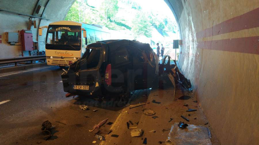 Trabzon'da tünelde kaza, araç hurdaya döndü! 1 Ağır yaralı