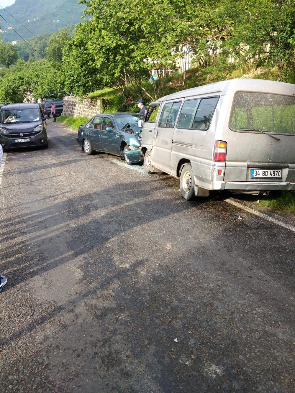 Giresun'da iki araç kafa kafaya çarpıştı: 4 yaralı