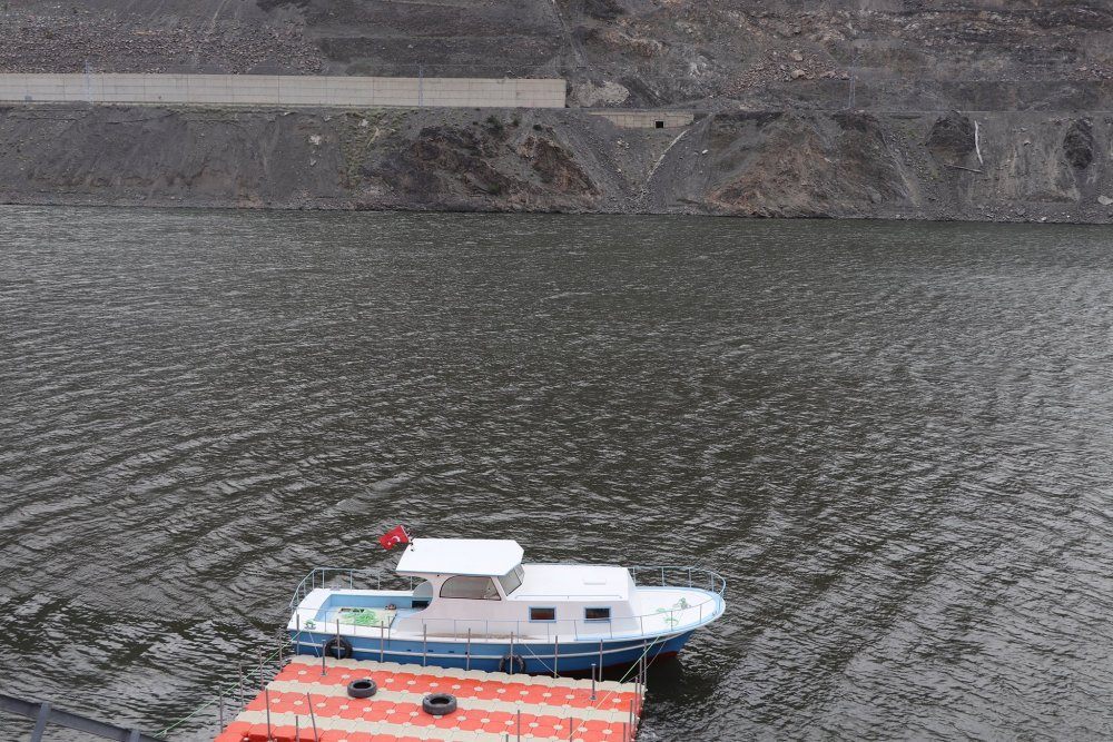 Artvin Barajı gölünde tekne turları için hazırlık sürüyor