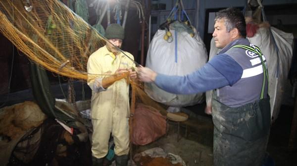Karadenize ağlarını attılar balık hariç her şeyi tuttular