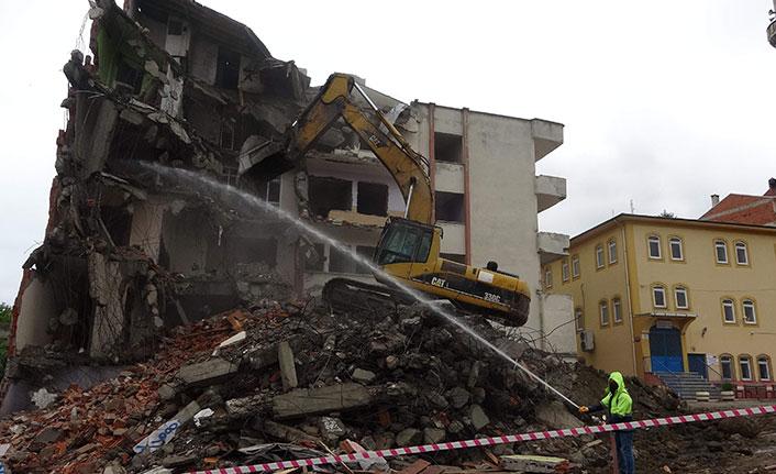 Kanuni Bulvarı için istimlak edilen edilen binalar yıkılıyor