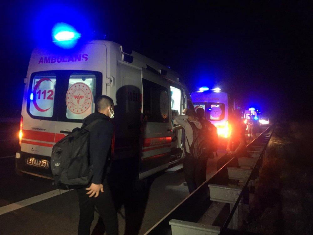 Yolcu otobüsü devrildi: 1 ölü, 10 yaralı