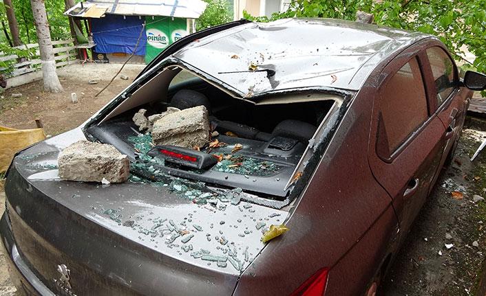Ordu'da minareye yıldırım düştü, imamın arabası parçalandı