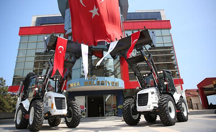 Yomra Belediyesi'ne iki yeni iş makinesi