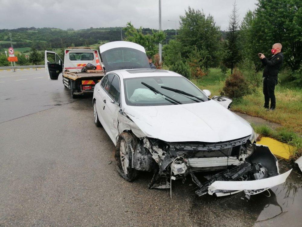 MHP'li vekillerin bulunduğu araç kaza yaptı