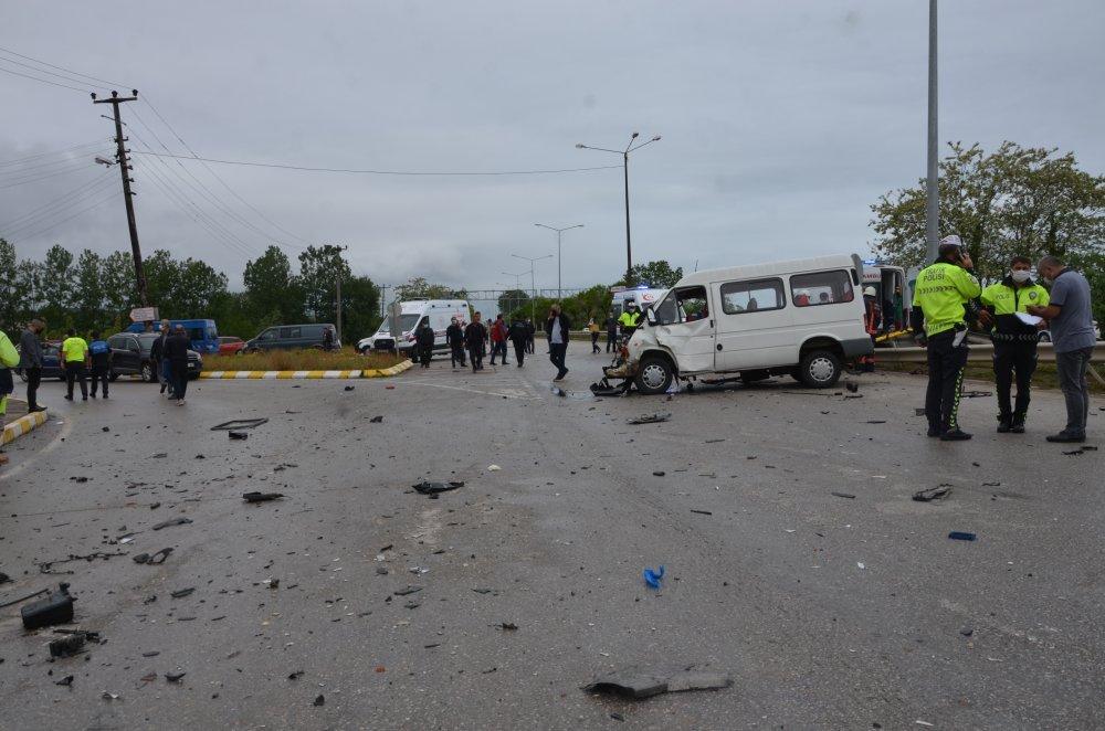 Ordu'da pikap ile minibüs çarpıştı: 12 yaralı