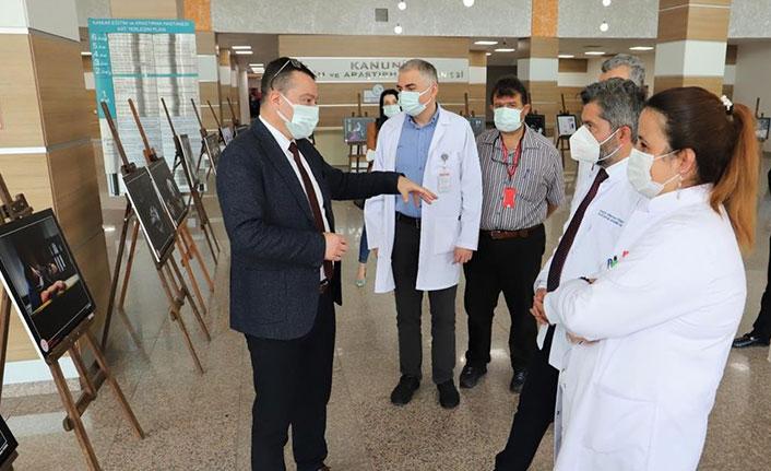 Manisalı sağlıkçının fotoğrafları Trabzon'da sergileniyor