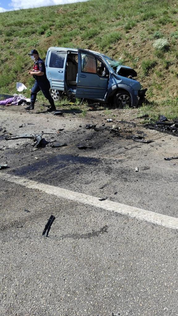 Sivas'ta katliam gibi kaza! 9 kişi hayatı kaybetti
