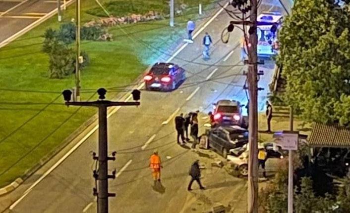 Yabancı plakalı tır 3 otomobile çarptı: 1 ölü