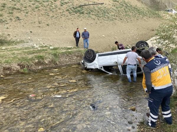 Genç sağlıkçı dereye uçan araçta can verdi