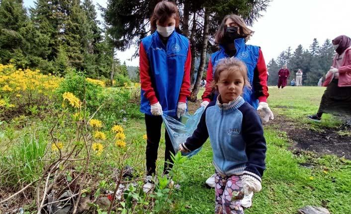 Vakfıkebir'de gençler mesire alanını temizledi