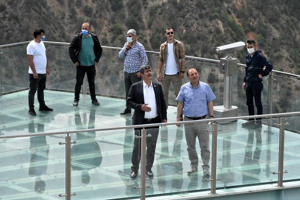 Gümüşhane'deki cam seyir terası ziyaretçilerini bekliyor