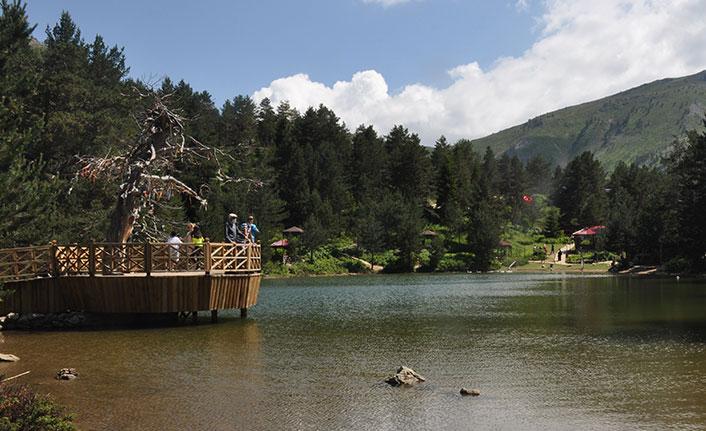 Limni Gölü Tabiat Parkı ziyaretçilerini ağırlıyor