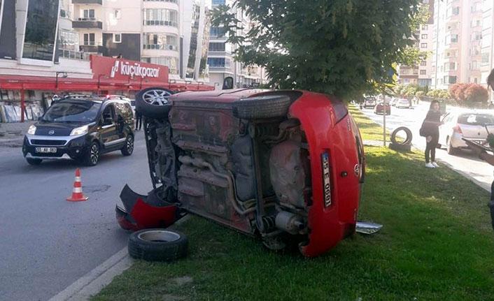 Samsun'da refüje çıkan otomobil devrildi