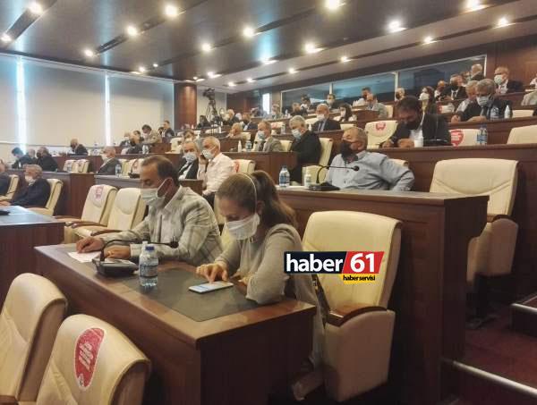 Büyükşehir Meclisinde dikkat çeken anlar! AK Parti sıralarında oturmadı