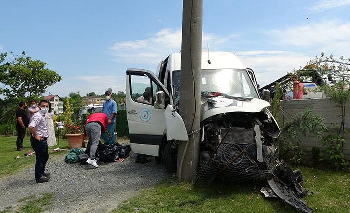 Yolcu minibüsü ile otomobil çarpıştı! Çok sayıda yaralı var