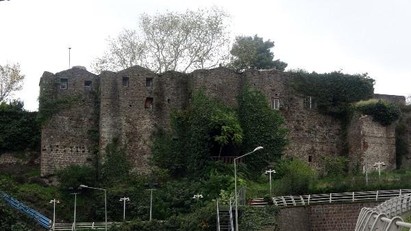 Trabzon'daki kalenin varisi olan aile başka bir kale için devrede