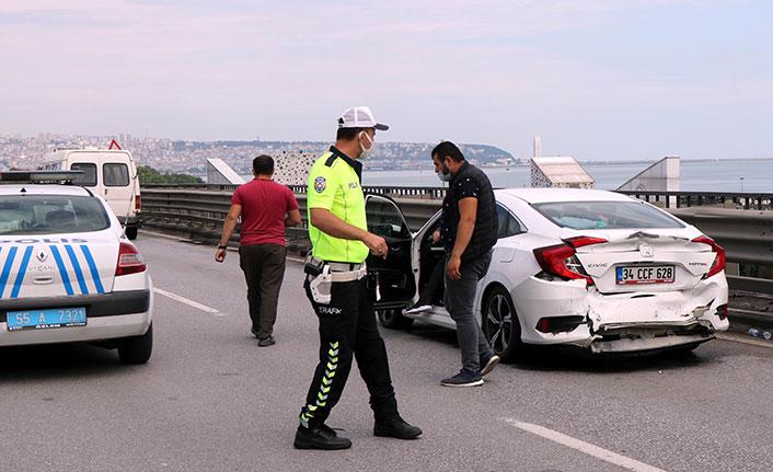 3 aracın karıştığı zincirleme kaza trafiği felç etti