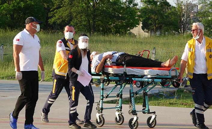Ağaçtan düşen çiftçi, ambulans helikopterle hastaneye sevk edildi