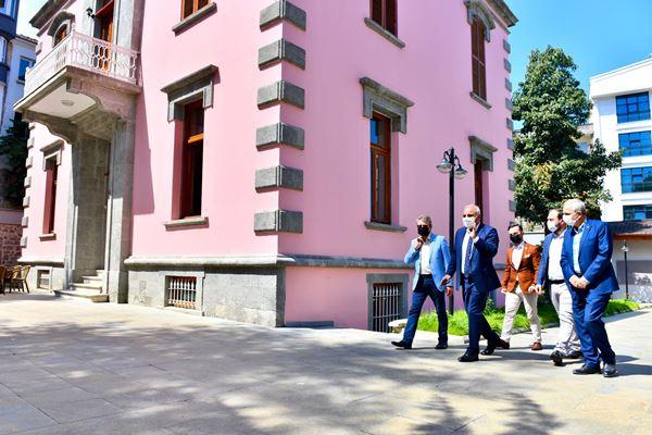 Başkan Zorluoğlu'ndan Sanat Evi'ne ziyaret