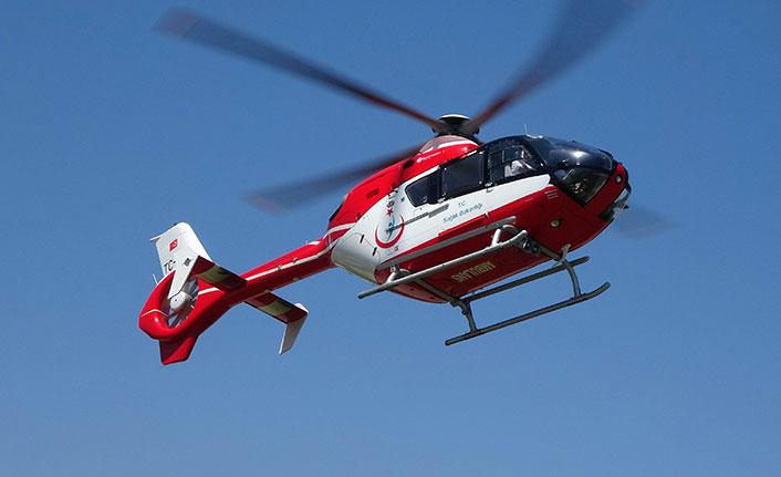 Kafasına kamyon kapağı düşen kadın ambulans helikopterle taşındı