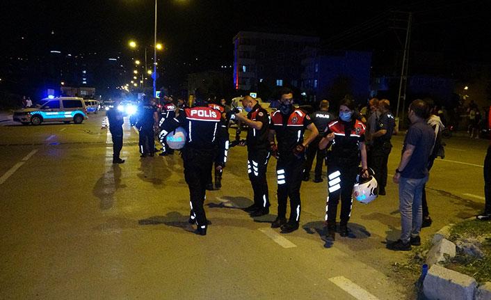 Yunus polisleri yayalara çarptı 2'si polis 4 yaralı