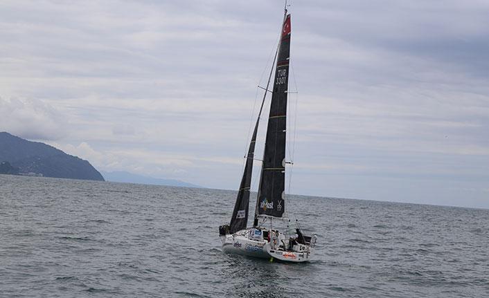 Yelken sporcusu rekor denemesi için Artvin'den denize açıldı