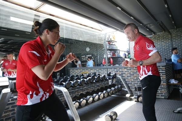 Busenaz Sürmeneli'nin olimpiyatlarda gözü altın madalyada