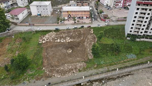 Rize'de o bina sembolleşmişti, yıkıldı!