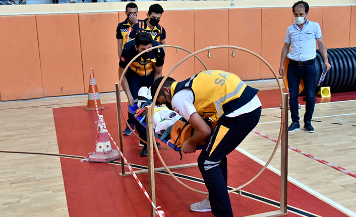 Paramedik Bölümü öğrencilerinin zorlu eğitimi