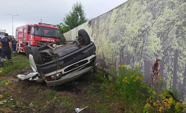 Minibüs şarampole yuvarlandı: 2 yaralı