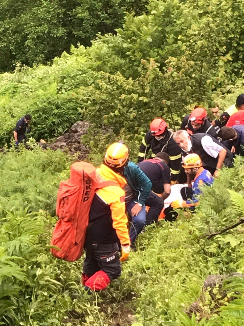 Trabzon'da kamyonet uçuruma devrildi: 1 ölü
