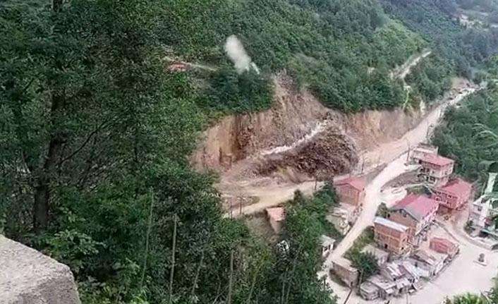 Yol çalışması sırasında patlatılan dinamit belediye binasına zarar verdi