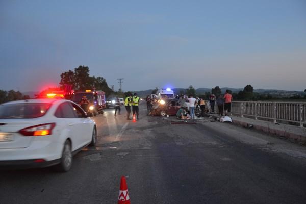 Çanakkale'de feci kaza: 3 ölü, 4 yaralı