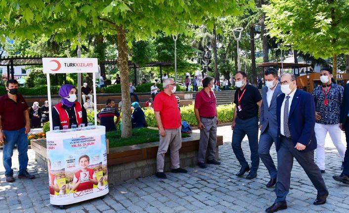 Trabzon Valisi'nden aşı çadırına ziyaret