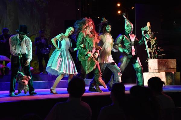 """Trabzon'da """"Oz Büyücüsü"""" oyunu sahnelendi"""