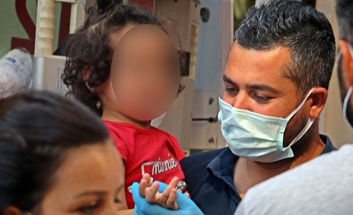 Annelerinin terk ettiği 4 çocuk evde baygın bulundu
