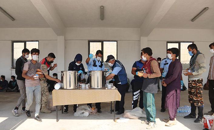73 Afgan kaçak göçmen yakalandı