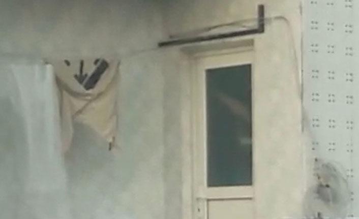 Çocuğunu tavana asarak döven baba polisi harekete geçirdi