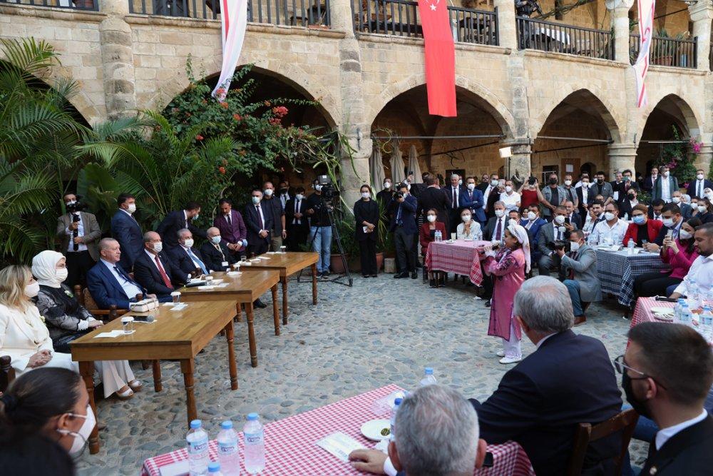 Cumhurbaşkanı Erdoğan KKTC'de gençlerle bir araya geldi