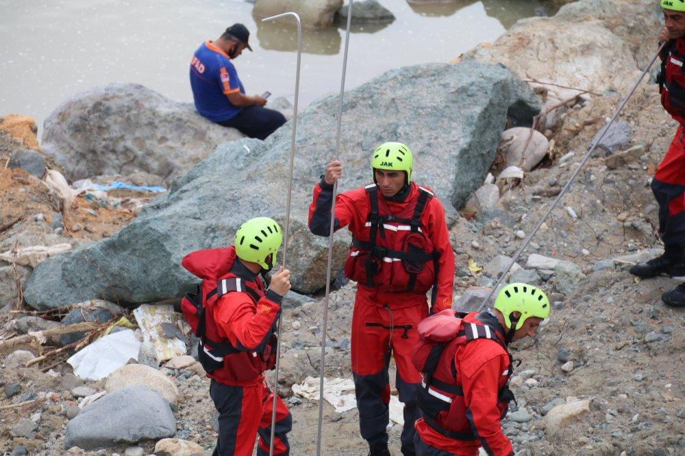 Rize'de kayıp 2 kişi 328 kurtarma personeliyle aranıyor