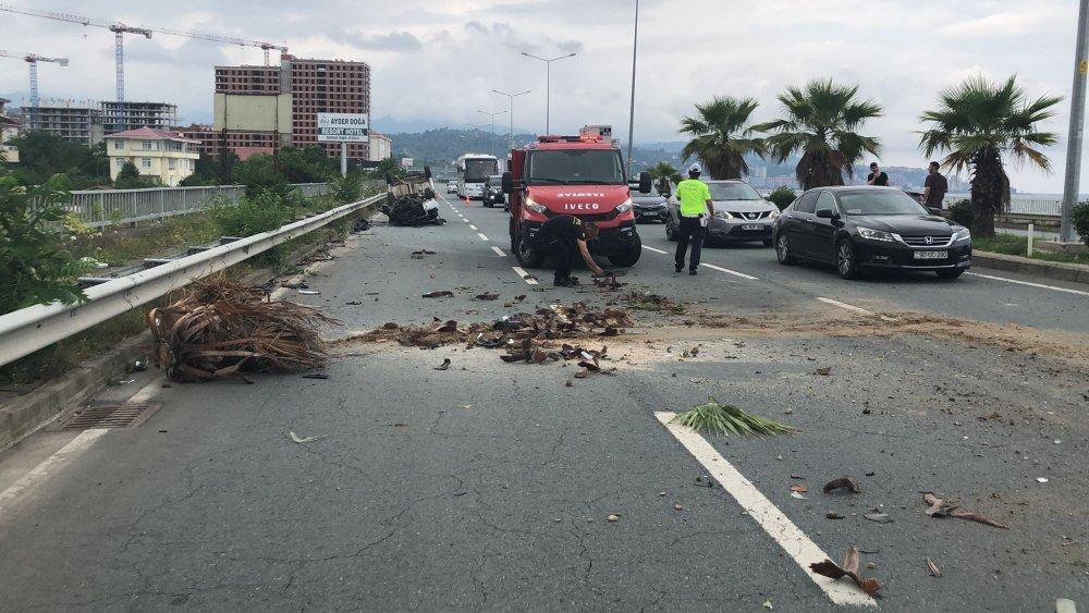 Trabzon plakalı araç Rize'de kaza yaptı! 1 Yaralı