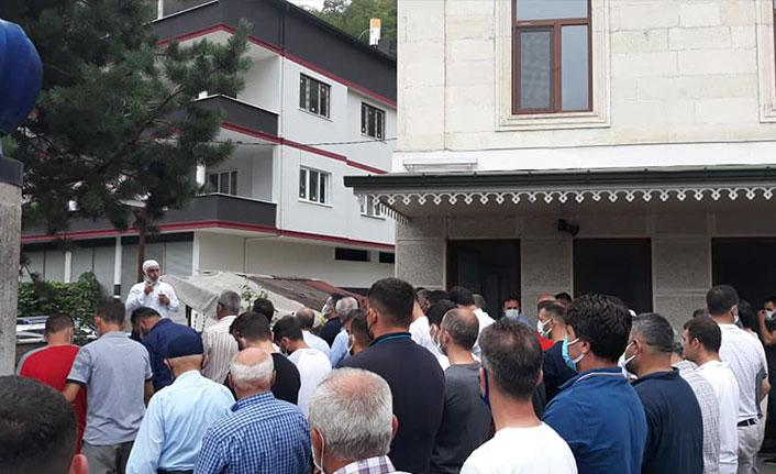Evinde ölü bulunan Trabzonlu boksör toprağa verildi