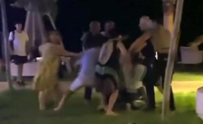 Kavga eden grubu biber gazı bile ayıramadı